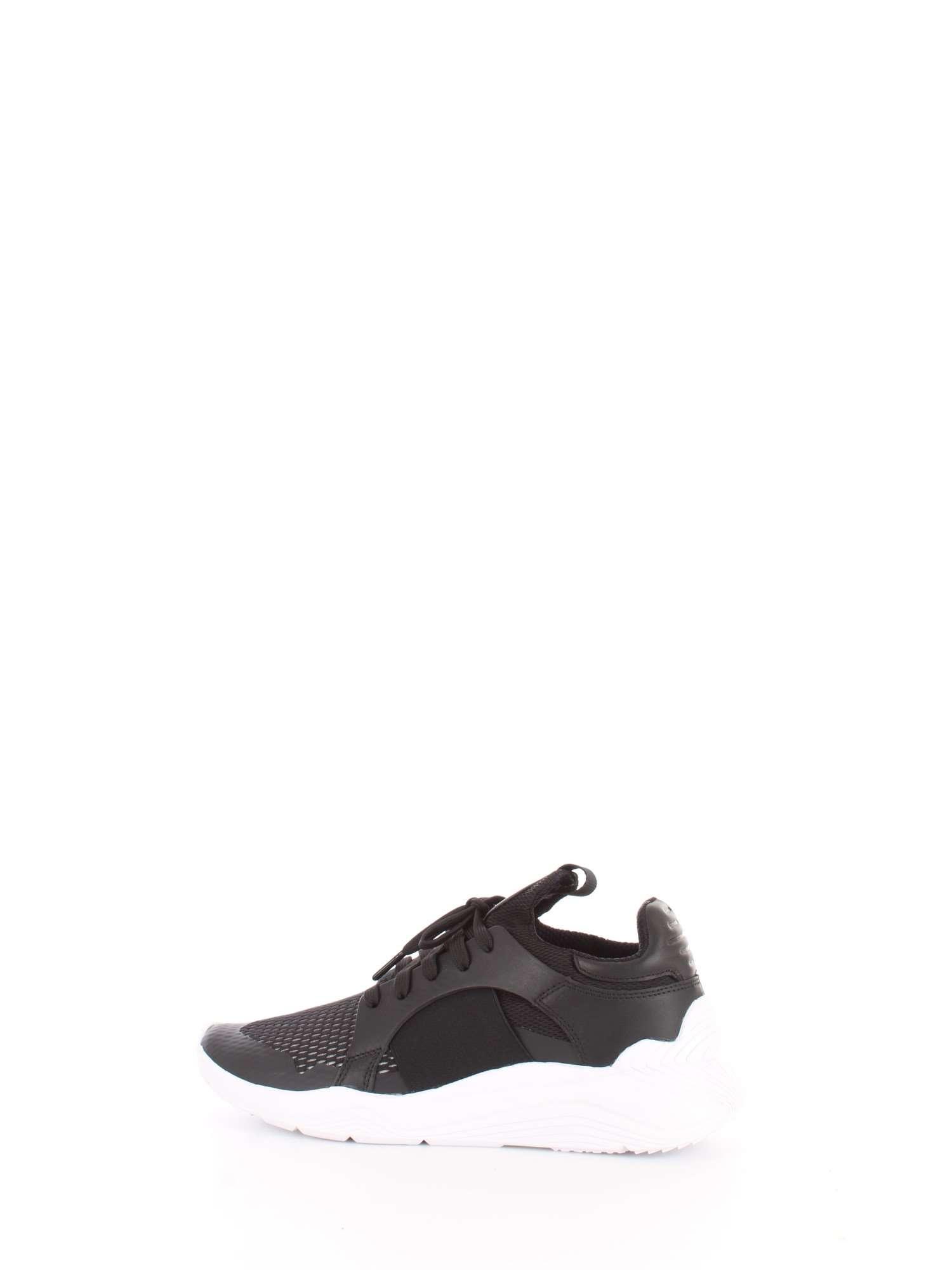 Designer  MCQ ALEXANDER MCQUEEN Articolo  544904 R2561 Colore  Nero-1006.  Materiale  pelle tela. Sneakers McQ Gishiki Low nere in pelle dettagli in  tessuto 5b0ad1196f5
